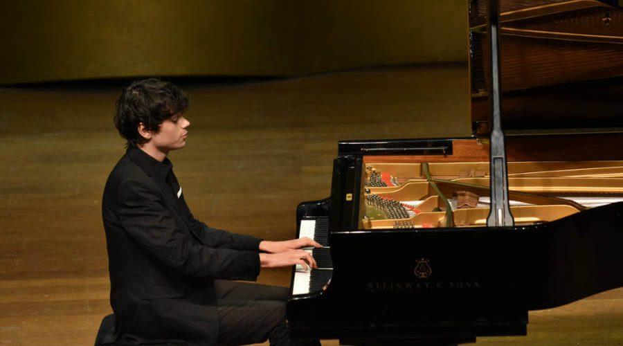 נגן ופסנתר