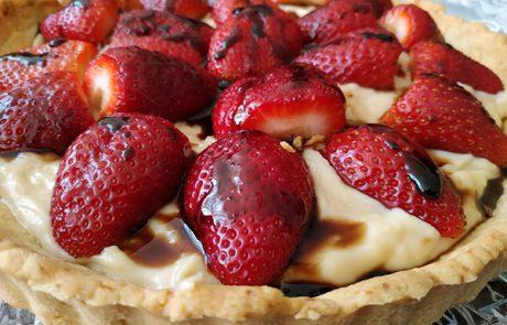 טארט תותים עם קרמל חומץ בלסמי