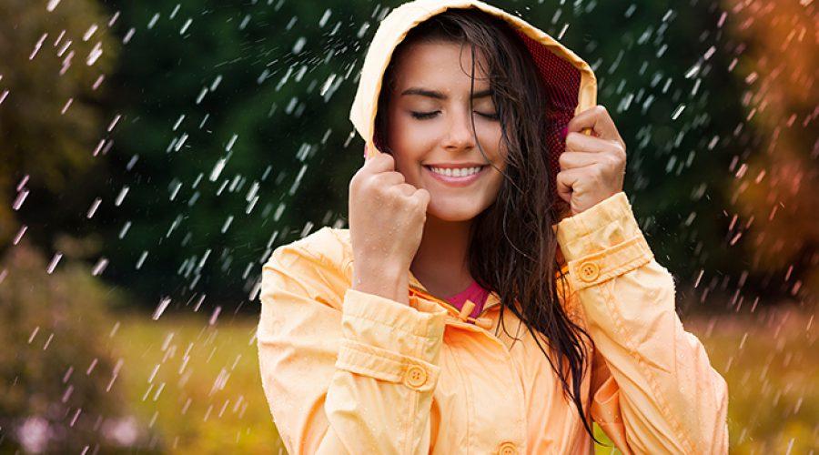 אשה בגשם