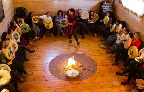 טנקה, אוהל של חיבור לחכמת הנשים השבטית