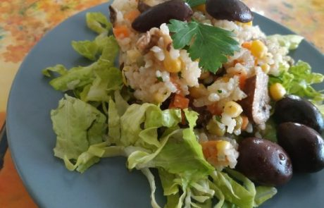 סלט אורז עם פטריות וירקות אביביים
