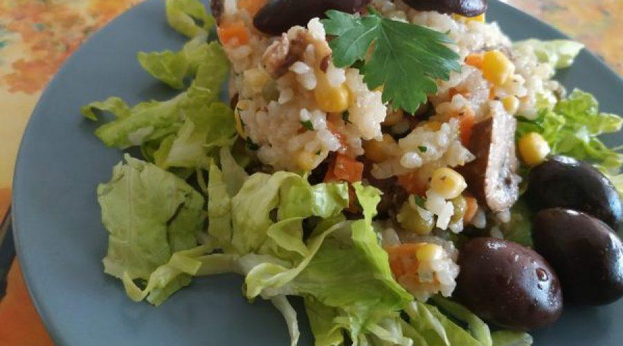 סלט אורז עם פטריות וירקות