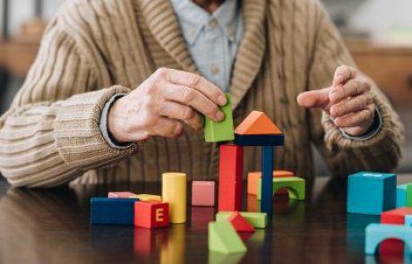 """איך גיל השלישי ו""""חיידק השמחה"""" קשורים?הפתרון משחקי קופסא!"""