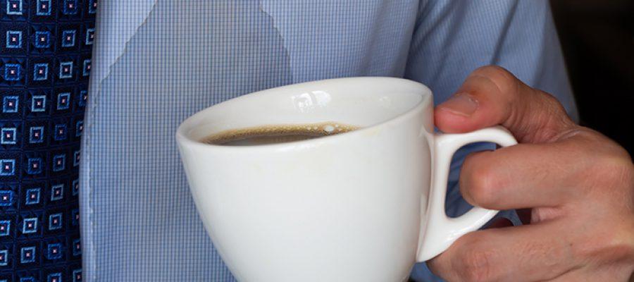 כתם קפה על החולצה