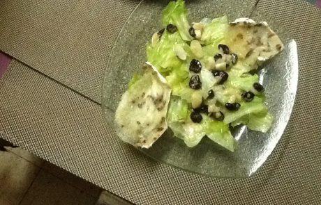 סלט ירוק עם גבינת עיזים חמה