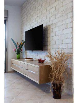 קיר-טלויזיה-דירה-בפתח-תקוה
