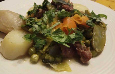 תבשיל כבש עם ירקות אביביים