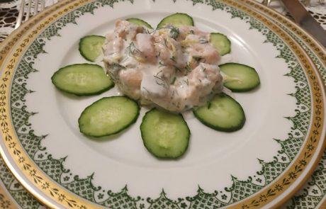 טרטר דג סלמון עם גבינה לבנה