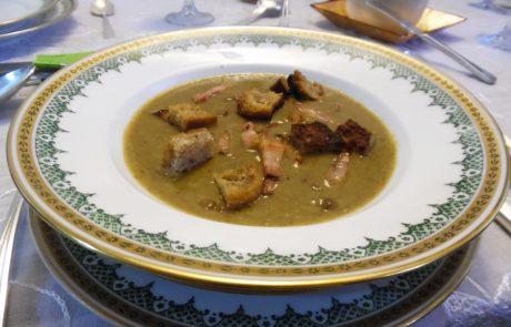 מרק קטיפתי של עדשים ירוקות