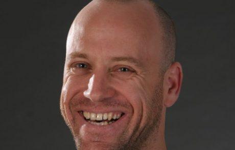 אורן חבוט – שחקן מנחה ומוזיקאי